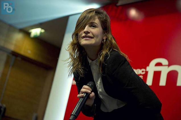 CHRISTINE AND THE QUEENS EN SHOWCASE A LA FNAC DE NANTES. Photo olivier lanrivain