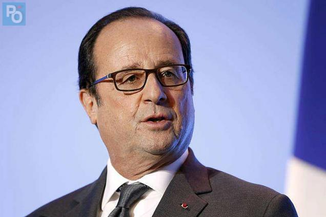 French President Francois Hollande speaks at the 4th edition of the the LAB 2016 of the UPA (Professional Union of Artisans) in Paris on October 27, 2016. / AFP / POOL / CHARLES PLATIAU