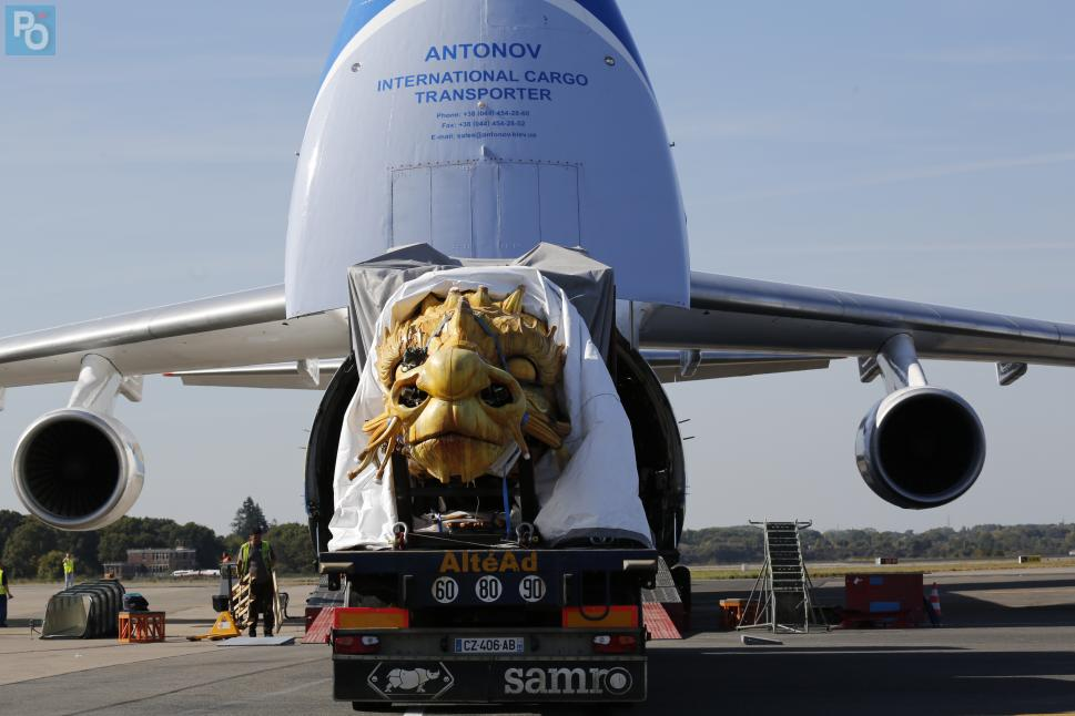 Nantes. [PHOTOS VIDEO] L'Antonov embarque le cheval dragon de La Machine