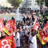 Les manifestants se sont rassemblés devant l'hôtel de ville.