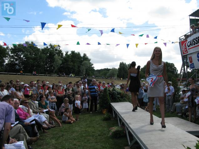 Claire Drouet a remporté l'élection de Miss Littoral Atlantique 2012, organisé par le comité Miss Prestige National.