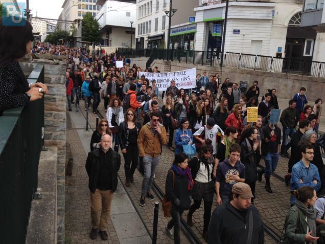 Plusieurs centaines de personnes manifestent à Nantes.
