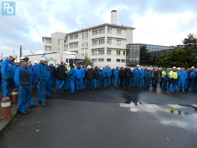 Environ 350 salariés ont débrayé ce matin entre 10heures et 10h45.