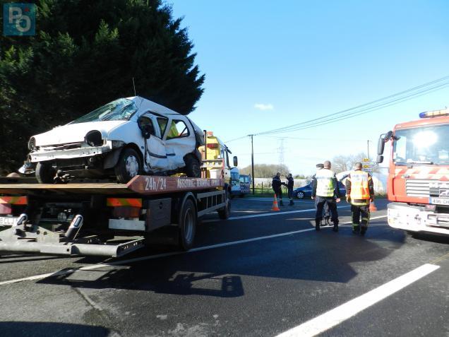L'état de la Renault Twingo témoigne de la violence du choc.