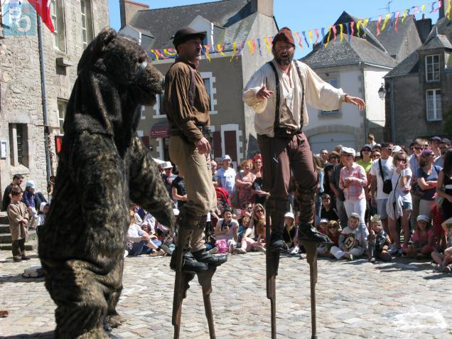 Les frères Zurko présentent une farce médiévale avec un ours bourré de talents (à voir ce dimanche à 14h30 et 17h).