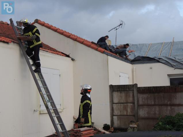 Les pompiers sont venus aider les victimes.