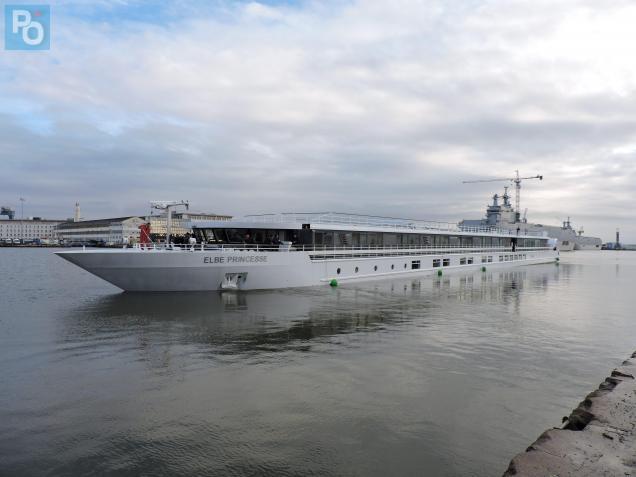 L'Elbe Princesse dans le bassin de Penhoët.
