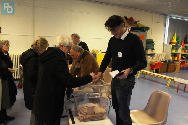On vote à l'école Curie à Saint-Nazaire.