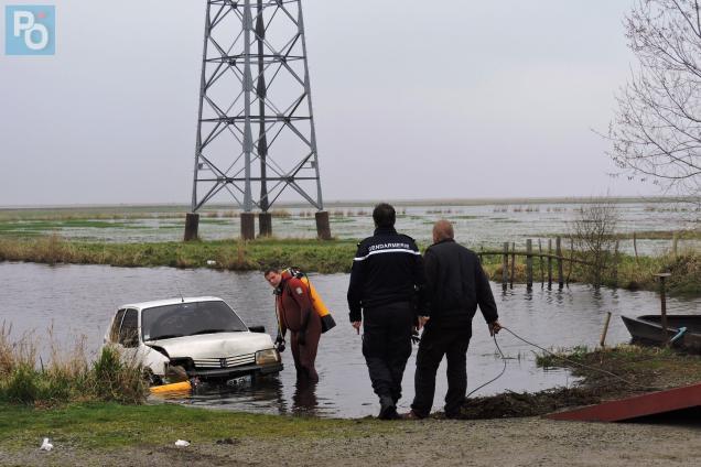 La voiture a été retrouvée immergée en Brière.
