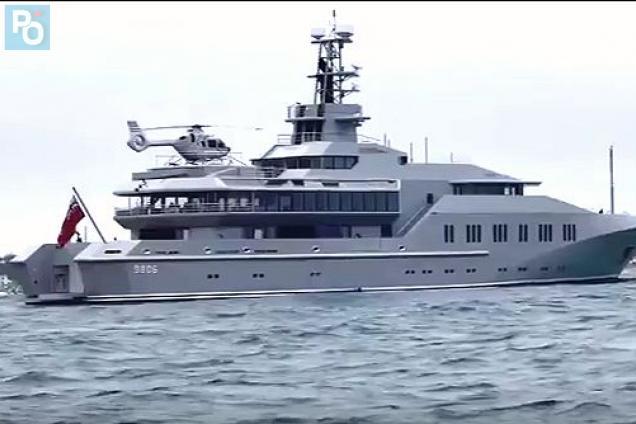 Pornic - 01/08/2017 - Insolite : un yacht de luxe en baie de bourngeuf
