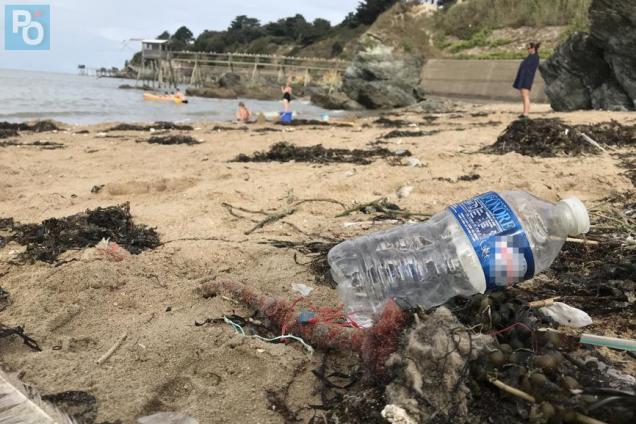Pornic - 16/08/2019 - Pornic mène une guerre au plastique sur les plages