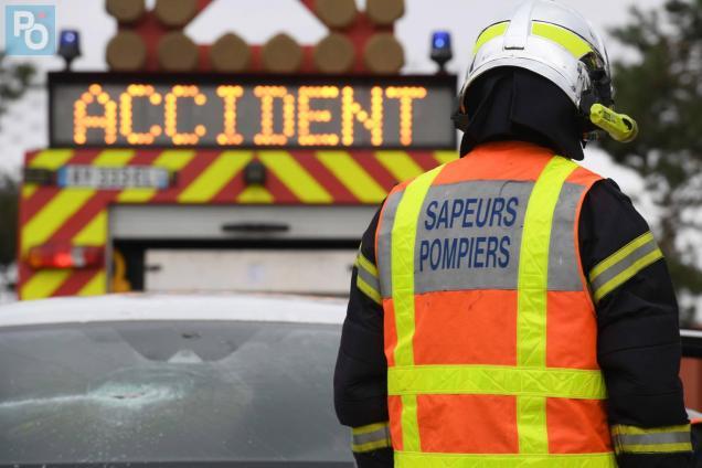 Nantes. Un motard se tue contre une voiture en stationnement