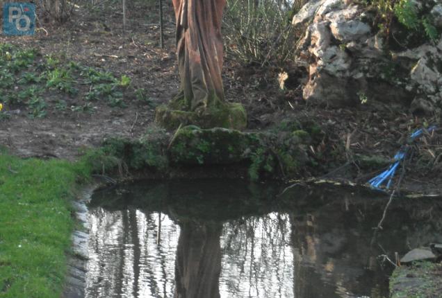 Nantes. Histoire: « Le premier miroir » statue vandalisée au Jardin ...