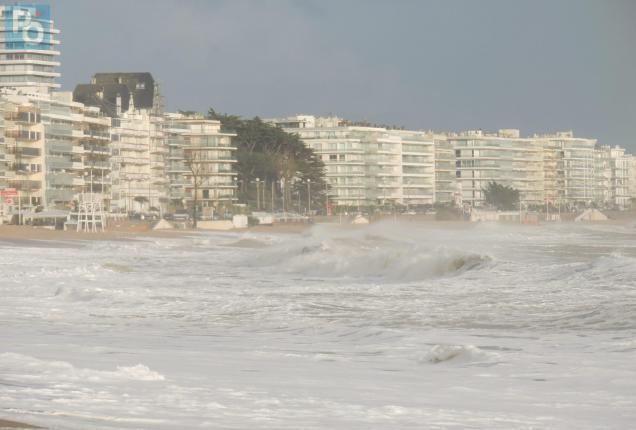 Vents violents et fort coefficient de marée sur la plage Bauloise